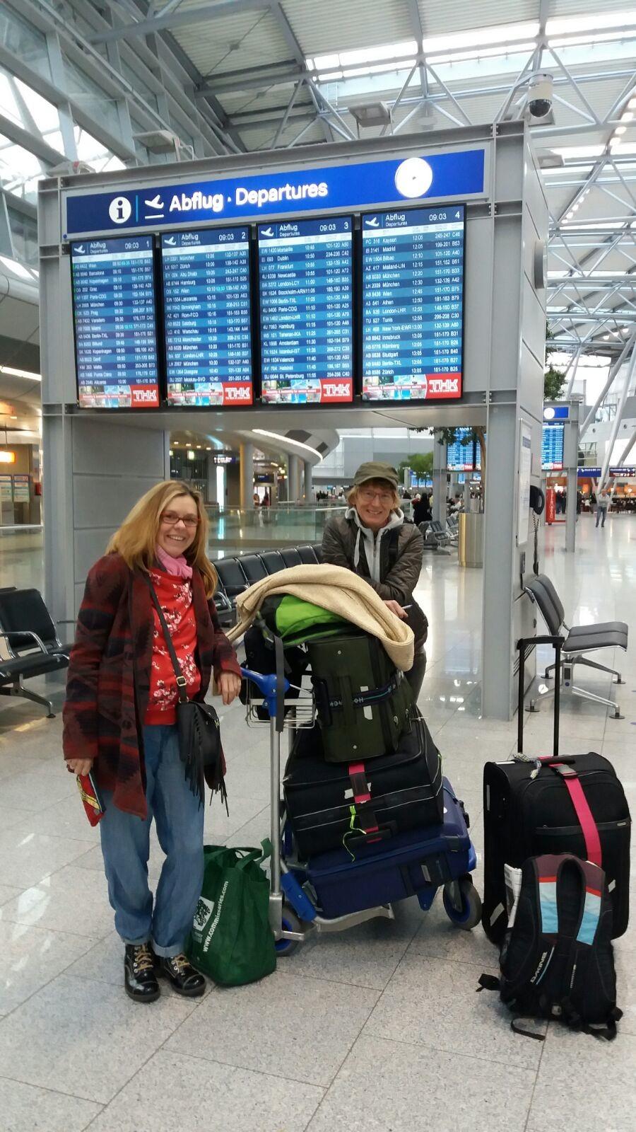 Warten auf den Abflug nach Uganda